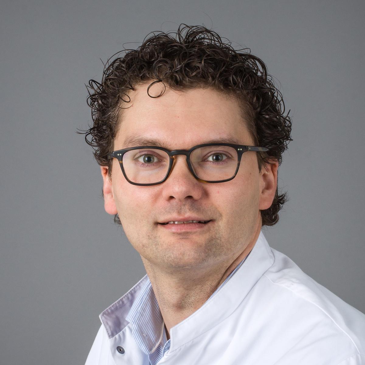 drs. S. de Vries